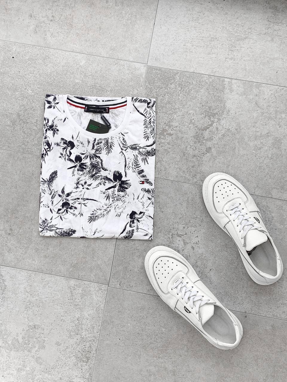 Мужская футболка-поло бело-черного цвета