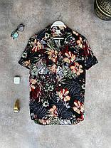 Чоловіча легка сорочка чорного кольору з квітами, фото 3