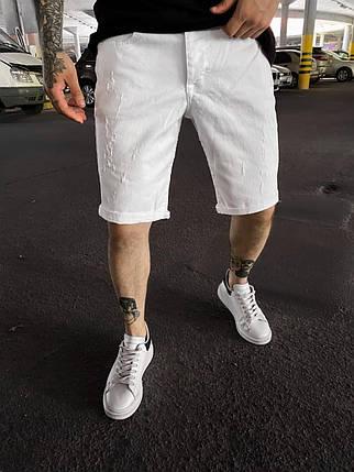 Мужские джинсовые шорты белого цвета поцарапанные, фото 2