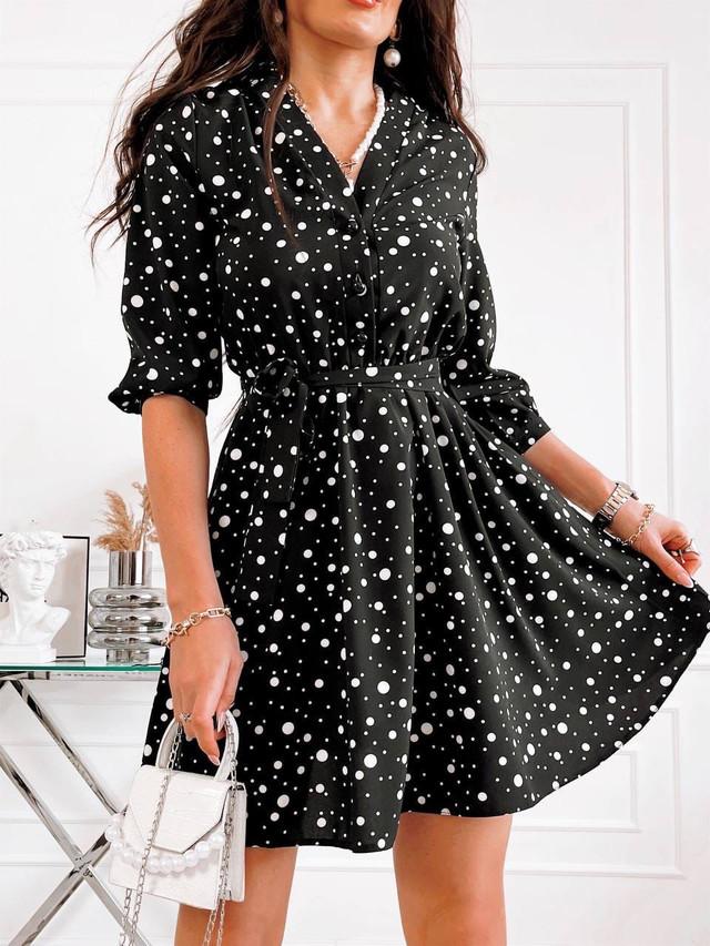 Летнее приталенное платье в горошек с поясом