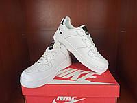 Кроссы на осень парню. Бело-черные кроссовки для мужчин Nike Air Force 1 07 Low LV8 Ultra White.