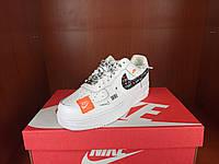 Кроссы Найк Аир Форс Джаст Ду Ит. Женские яркие кроссовки Nike Air Force 1 07 Low Just Do It белые.