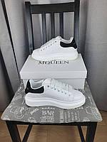 Кроссовки женские Alexander McQueen Белые кроссы с черным задником Александр Маквин белые