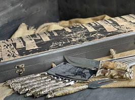 """Подарунковий набір шампурів """"Дикі звірі"""" з ножем, виделкою і секачем, в розписному буковому кейсі"""