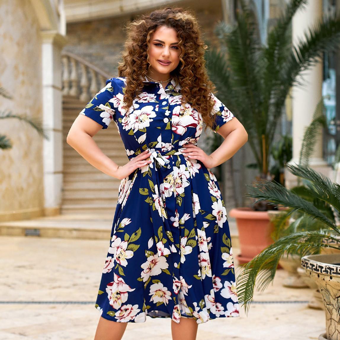 Красивое женское платье-рубашка с цветочным принтом