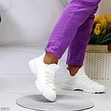 Стильні жіночі кросівки білі текстиль + гума/ силікон, фото 4