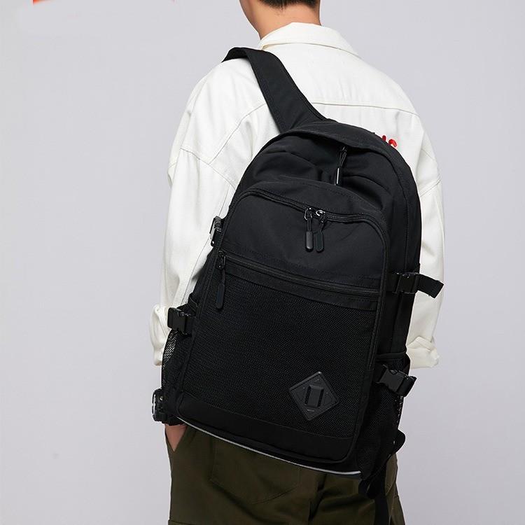 Великий рюкзак в чорному кольорі