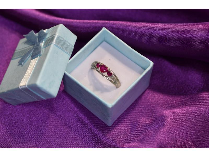 Серебряное кольцо 925 пробы с камнями Розовый Топаз