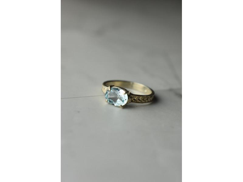 Серебряное кольцо  Голубой  Шпинелью  925 проба