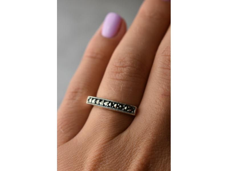 Классическое Серебряное кольцо с камнями Черная шпинель