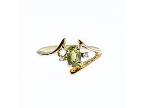 Золотое кольцо с хризолитом и бриллиантами  Наслаждение