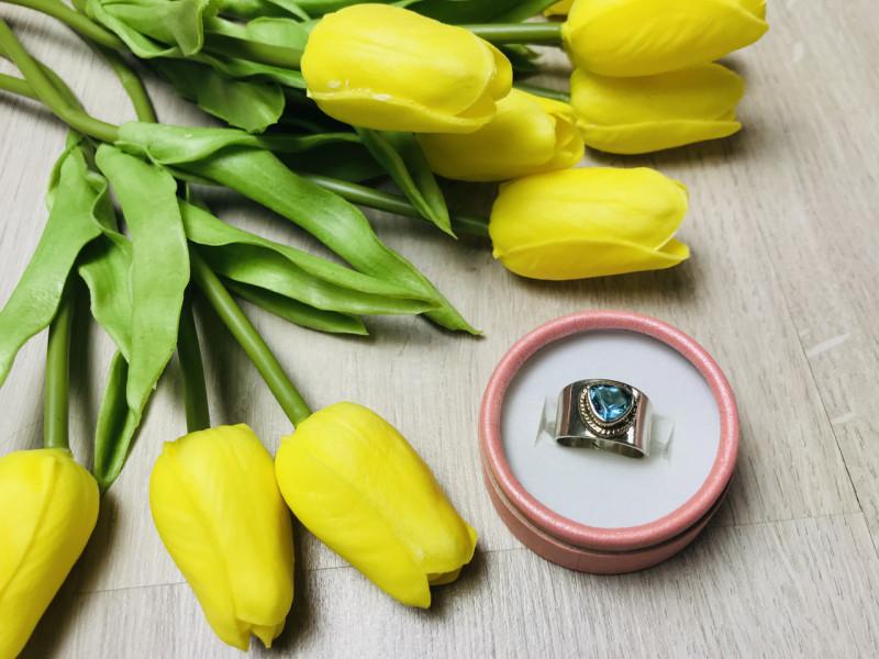 Серебряное кольцо 925 проба с голубым фианитом