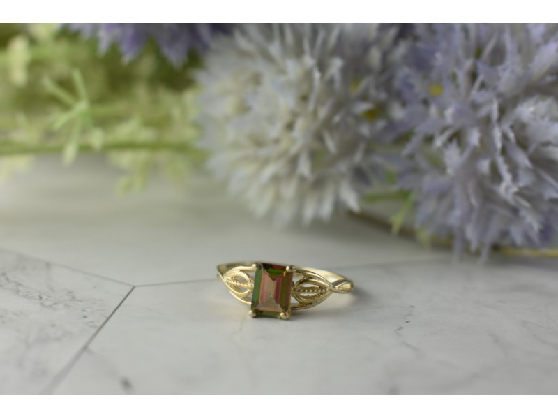 Серебряное кольцо с камнем Шпинель 925 проба