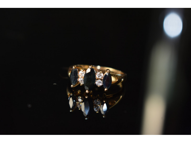 Серебряное кольцо в позолоте 925 проба с Сапфиром и Фианитами