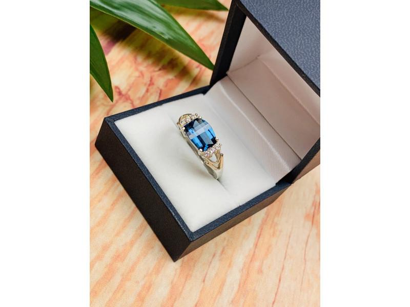 Серебряное кольцо с камнем Шпинель