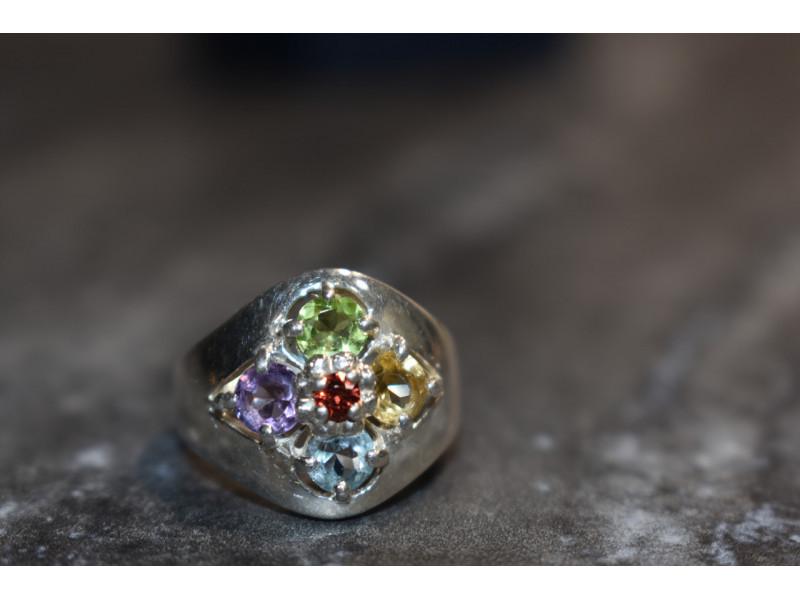 Серебряное кольцо 925 проба с натуральными камнями