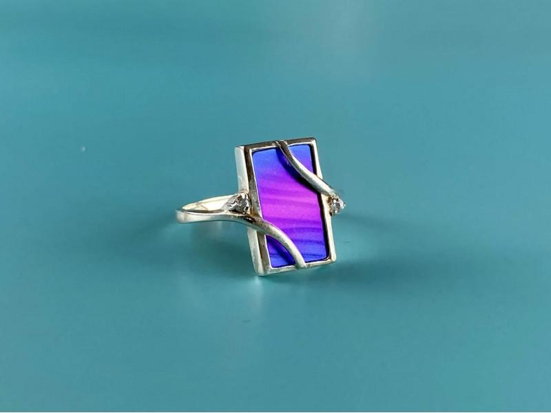 Серебряное кольцо со вставкой из анодированного Титана и Кварцем