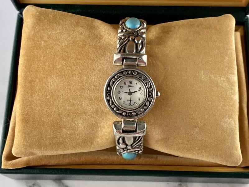 Женские часы Geneva cо вставками из Бирюзы