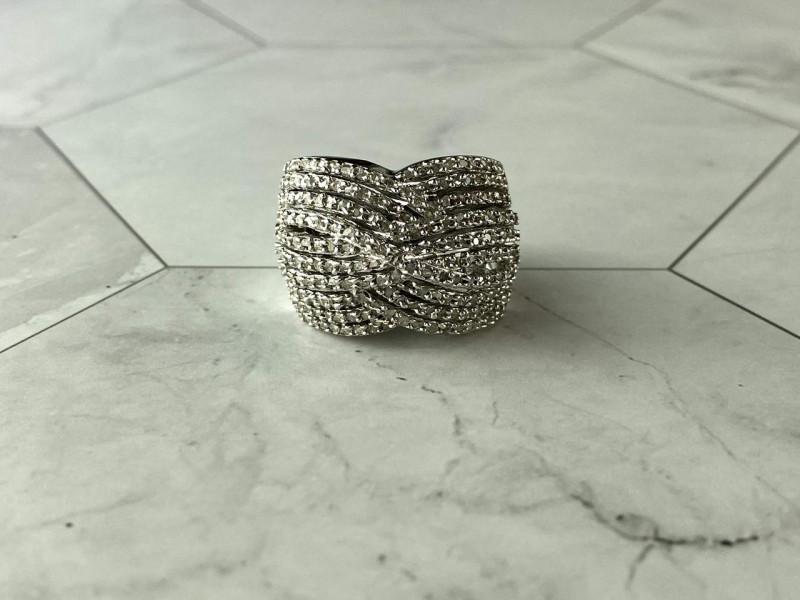 Серебряное Кольцо 925 пробы с камнями белый Сапфир