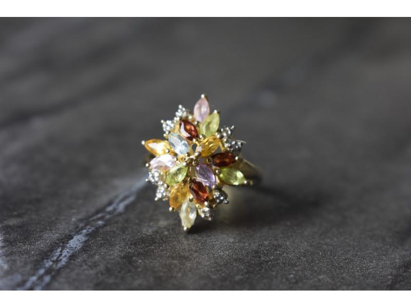 Серебряное кольцо в позолоте с натуральными камнями