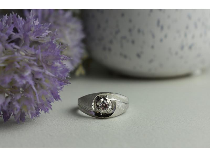 Серебряное кольцо *Унисекс* с бесцветным Кварцем