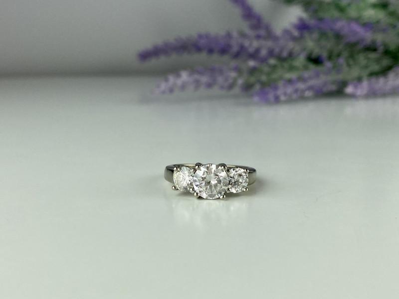 Серебряное кольцо 925 пробы с Фианитами  *Сияние*