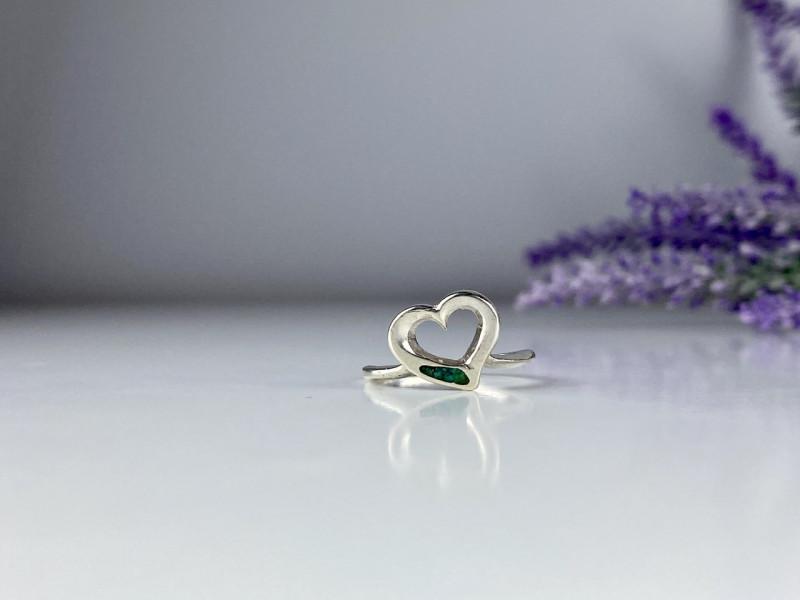 Серебряное кольцо со вставкой из Малахита  Сердце