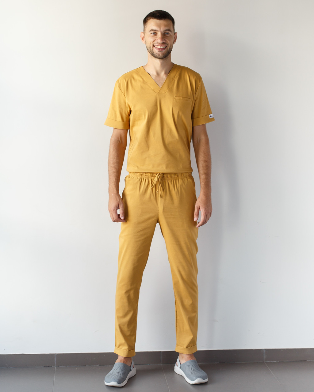 Медицинский мужской костюм Марсель из эластичной ткани горчиный