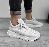 Белые кожаные кроссовки, перфорация не сквозная в наличии