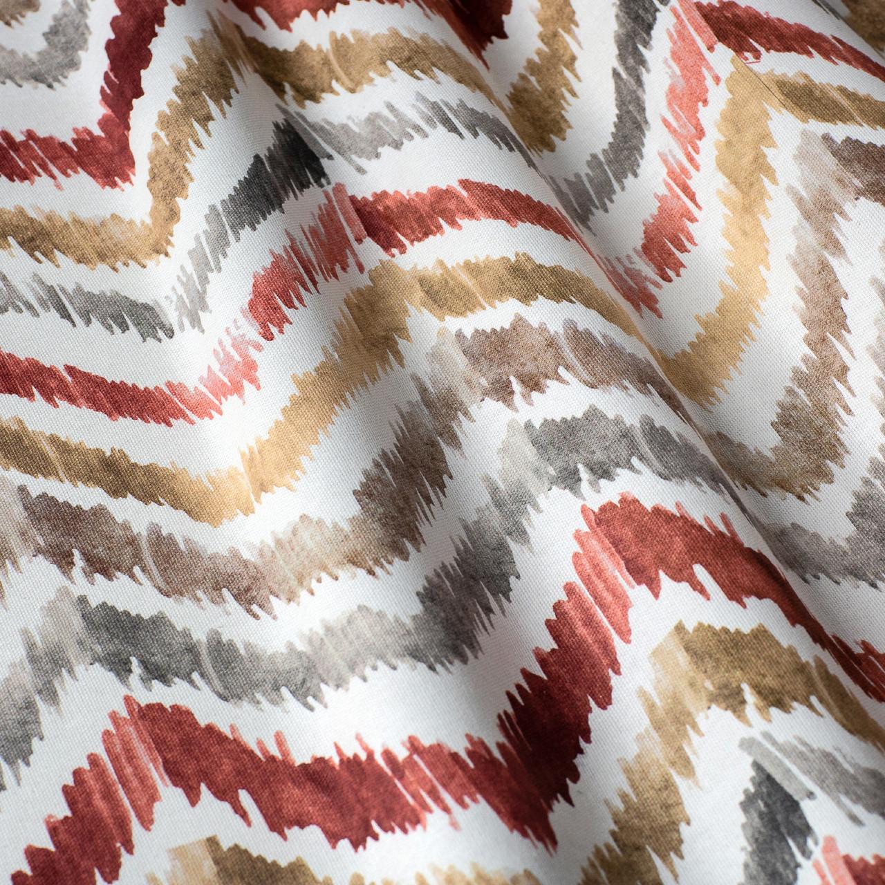 Декоративная ткань с разноцветными зигзагами на белом фоне для покрывала 84305v1