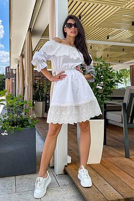 Коротке літнє біле плаття з відкритими плечима