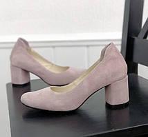 Замшеві туфлі на підборах лілового кольору
