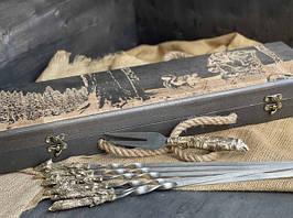 """Подарункові шампура ручної роботи """"Мисливські трофеї"""" з вилкою, в розписному буковому кейсі"""