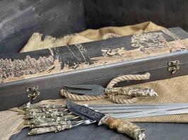 """Набір шампурів ручної роботи """"Мисливські трофеї"""" з ножем і виделкою, в розписному буковому кейсі"""