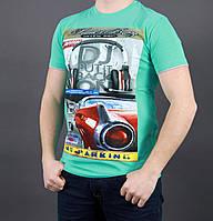 Яркая летняя мужская футболка