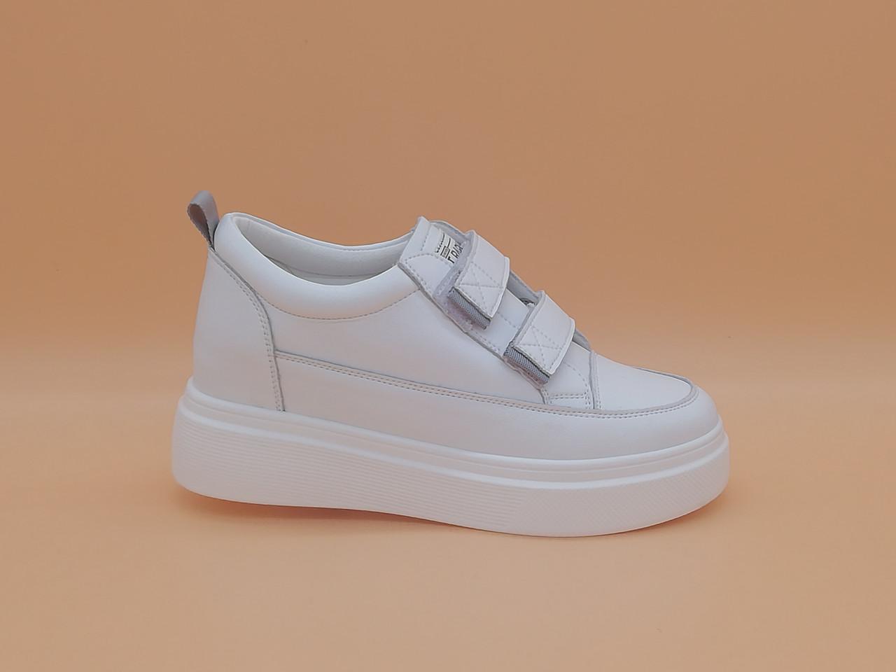 Білі кросівки. Маленькі розміри ( 33 - 35 ).