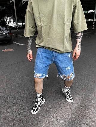 Чоловічі джинсові шорти блакитного кольору рвані, фото 2