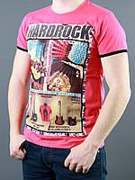 Модная футболка с нанесенным принтом