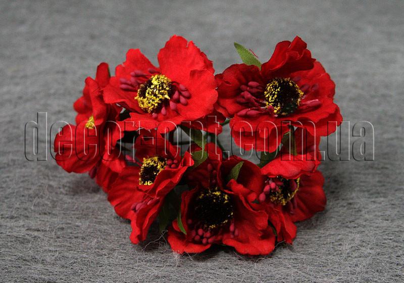 Букет червоних квітів з тканини