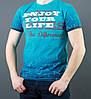 Голубая мужская футболка