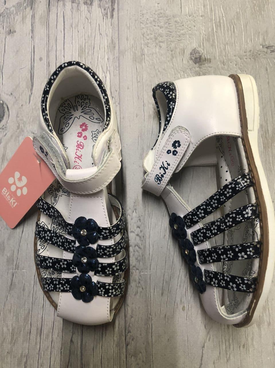 Босоножки для девочек с закрытым носком  Bi&Ki белые с черным размер 32