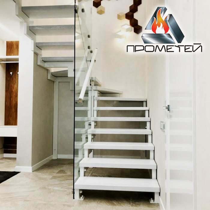 П-образная металлическая лестница на ломаном косоуре - просчет стоимости, изготовление и монтаж