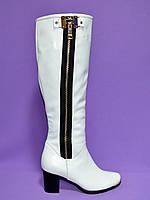 Сапоги женские демисезонные кожаные, декорированы молнией сбоку, цвет белый