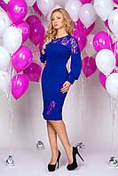 Платье миди 889 ярко синее нарядное облегающее с гипюровыми вставками и пышным рукавом