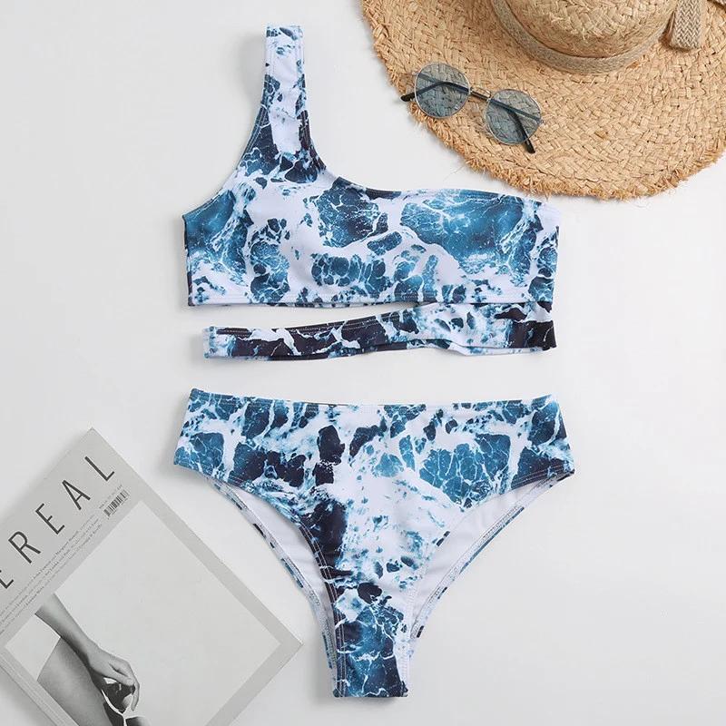 Раздельный купальник на одно плечо с принтом синий мрамор. Размер S M L