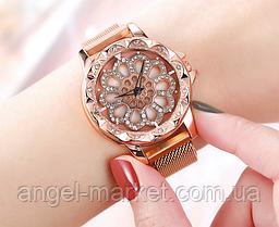 Розкішні жіночі наручні годинники красиві в стразах і каміннях з обертовим циферблатом