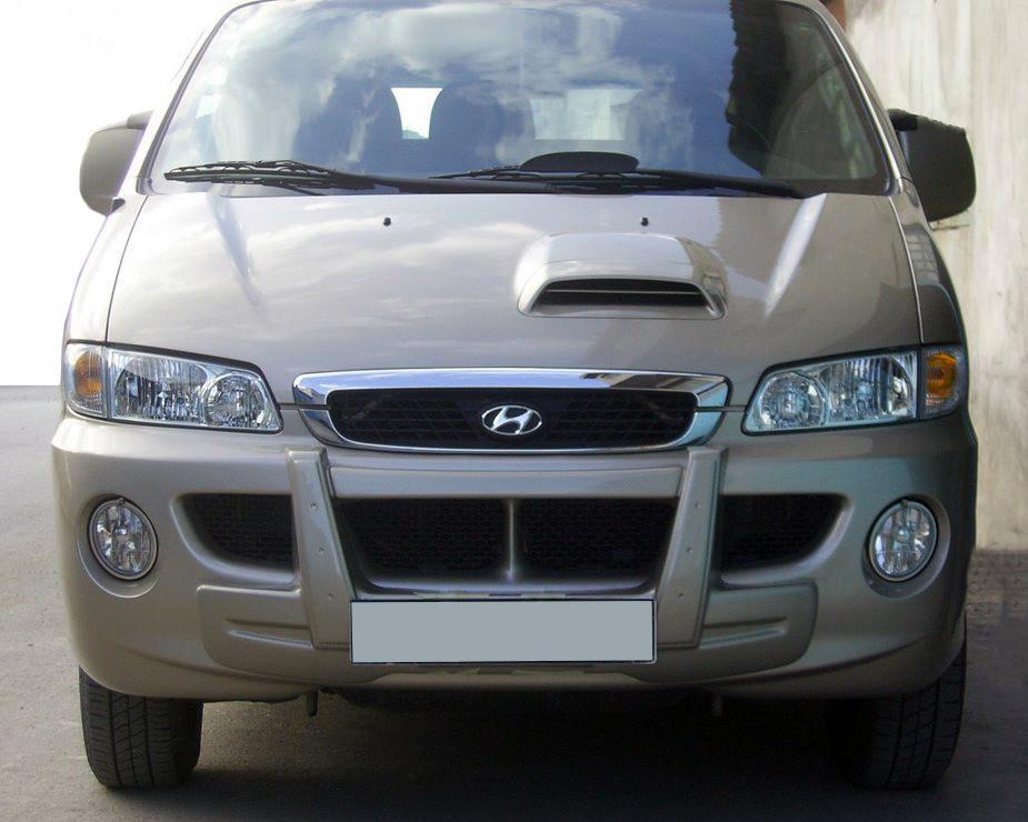 Центральная губа (под покраску) для Hyundai H200, H1, Starex 1998-2007 гг.
