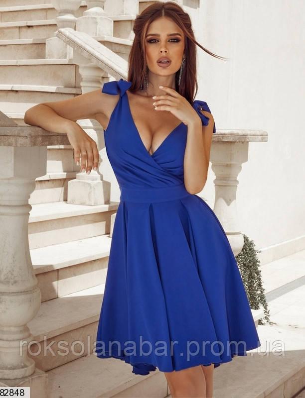 Класична літня сукня кольору електрик на бретелях