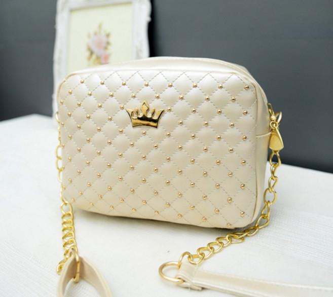 Маленька жіноча сумочка біла
