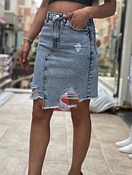 Женская джинсовая юбка с порезами